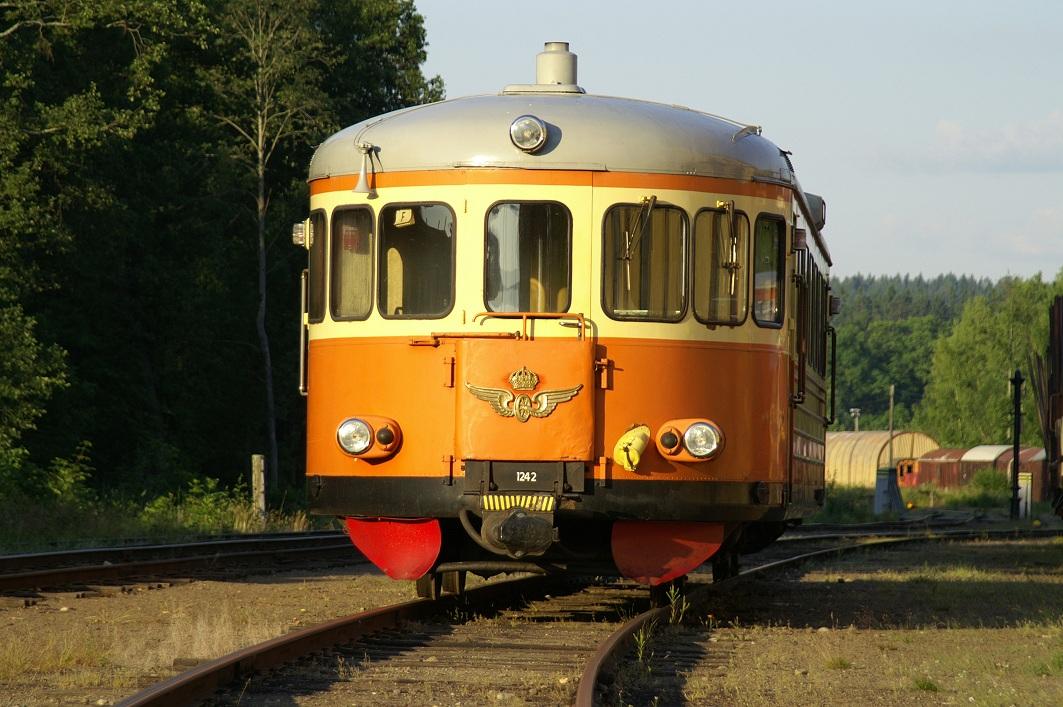 SJ YBo7 1242 i infarten till Nora station 2006. Foto: Kjell Eriksson
