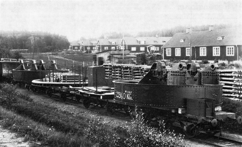 Båda kanonvagnarna med delar till ett kanontorn. Foto: Bofors-arkivet